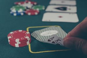 table casino, cartes, jetons